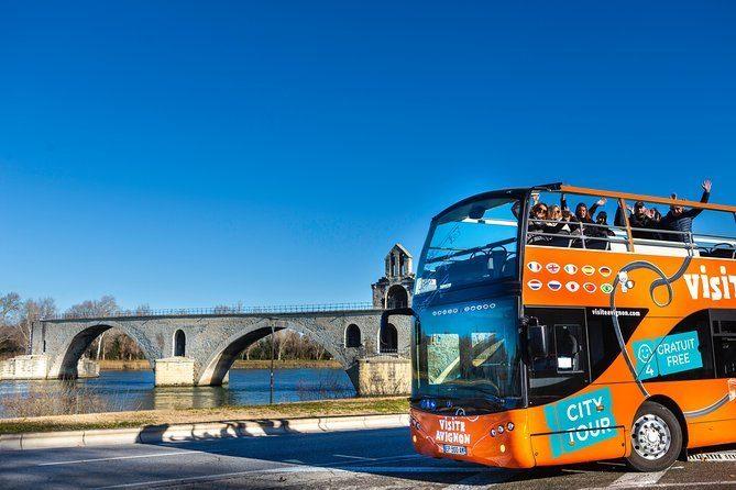 Un tour complet d'Avignon en bus «hop on/hop off» à double étage