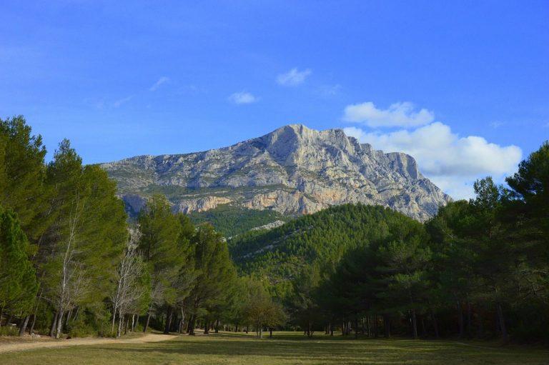 VTT électrique sur les chemins de la montagne Sainte-Victoire