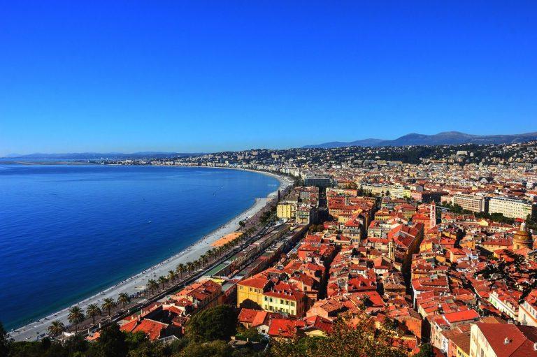 Pourquoi la baie de Nice est-elle surnommée la baie des anges ?